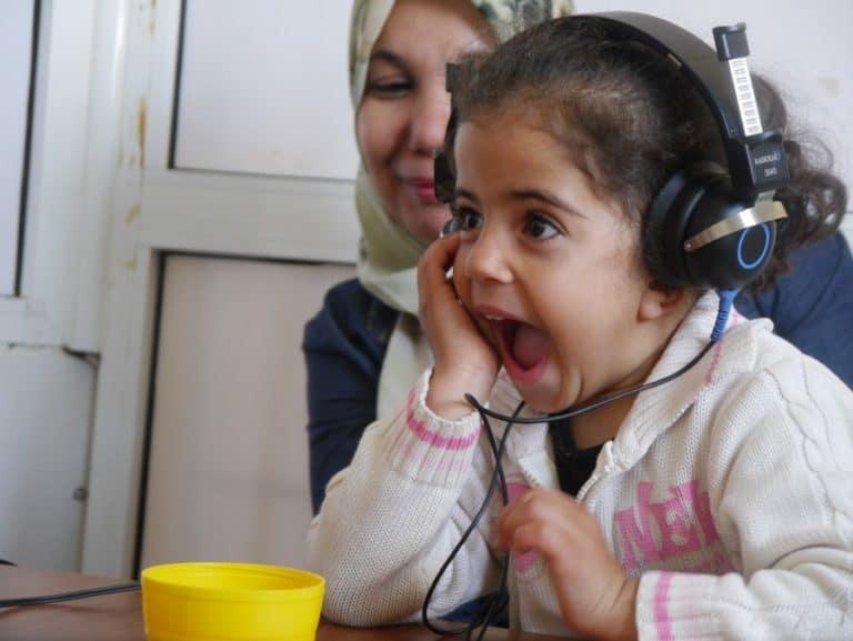 niña-sorda-solidaridad